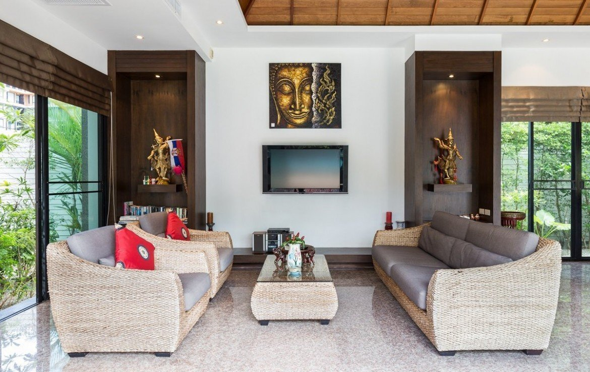 3 bedroom / 4 bathroom Villa in Surin Beach is available for sale, or re-sale.