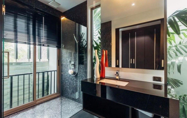 5 bedroom / 7 bathroom Villa in Laguna is for sale, or re-sale.