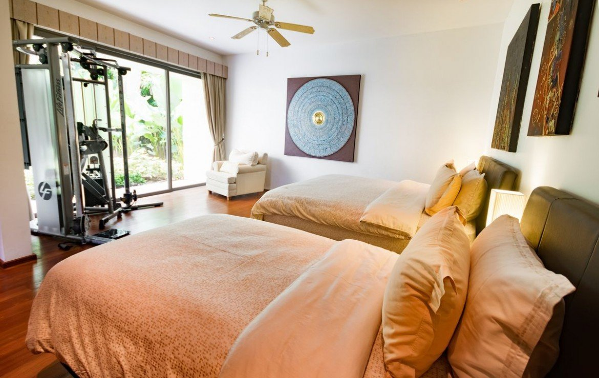 5 bedroom / 6 bathroom Villa in Cherng Talay is on the market for sale, or re-sale.