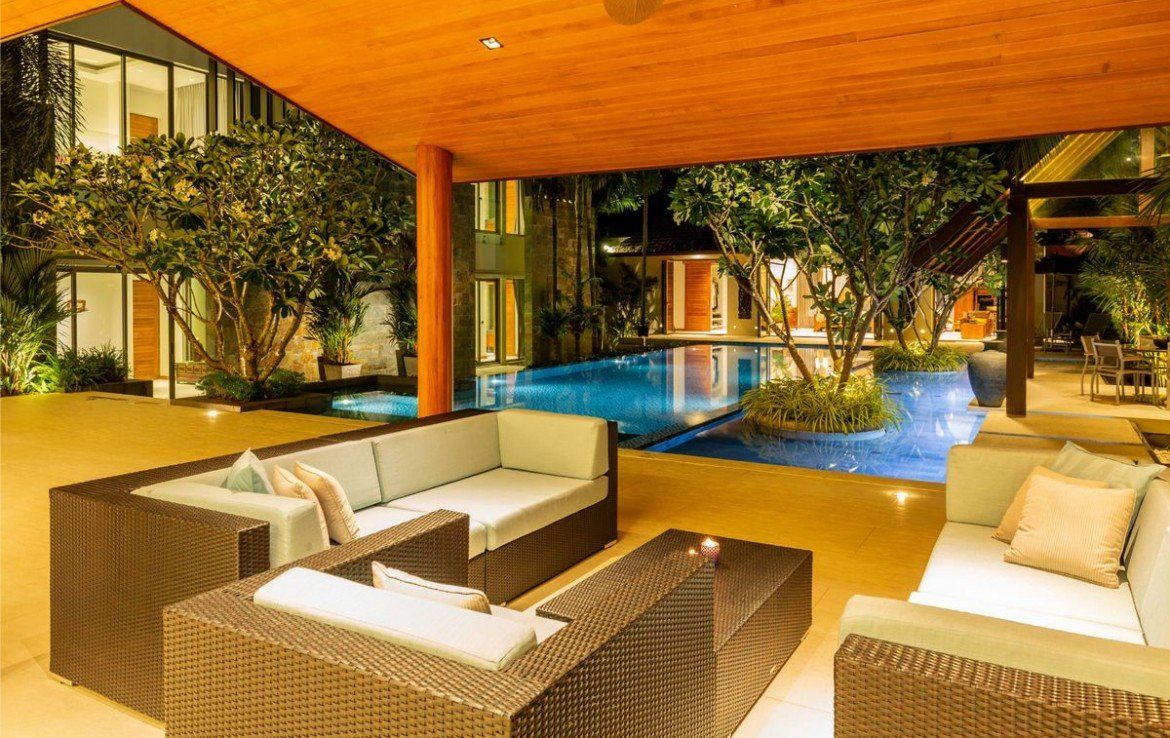 7 bedroom / 8 bathroom Villa in Layan is available for sale, or re-sale.