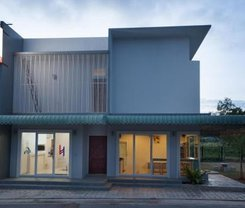 Lin House. Location at 115/3 Soi Kokkham 2, Tambon Choeng Thale, Muang Phuket