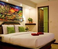 Paradise Inn. Location at 528/7 Patak Road.
