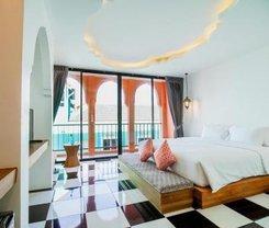 Hotel Khaleej Mass Patong. Location at 201/1 Phabraramee Road