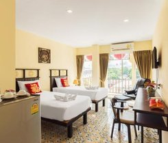 Le Hua Hotel. Location at 19/27-28 Montri Rd.,Tambon Talat Yai, Muaeng Phuket